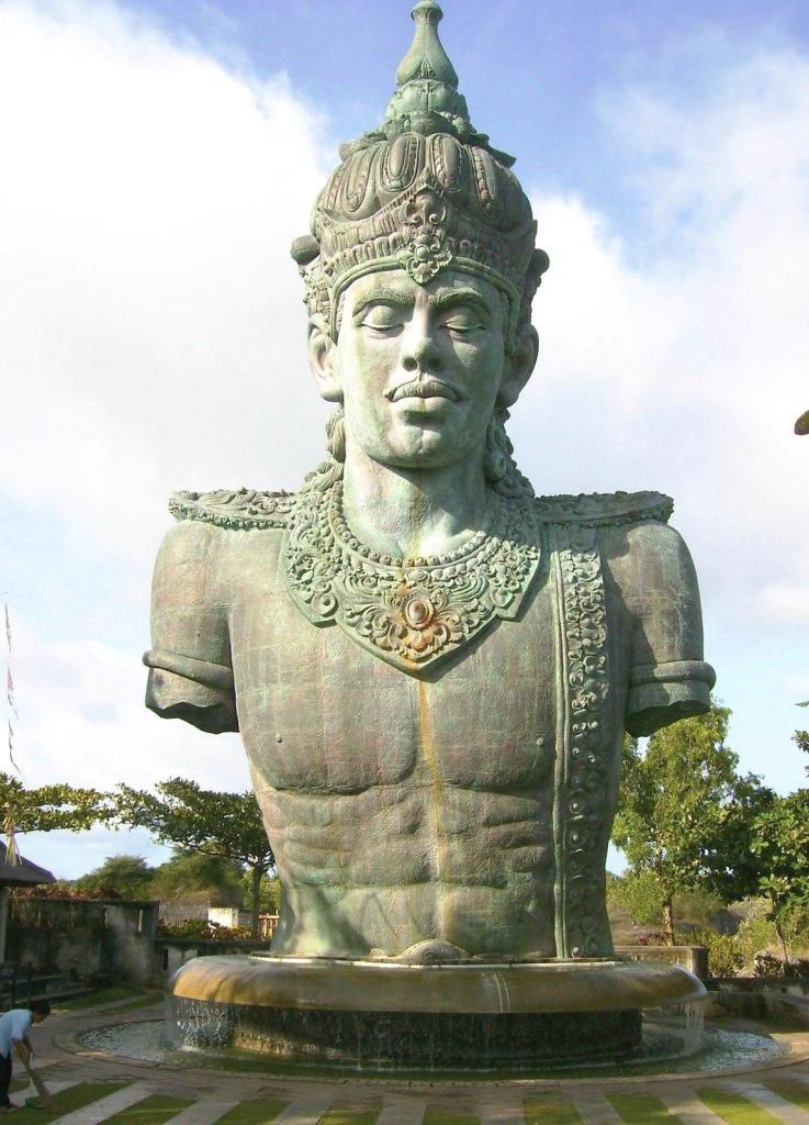 patung gwk - IlmuSeni.com